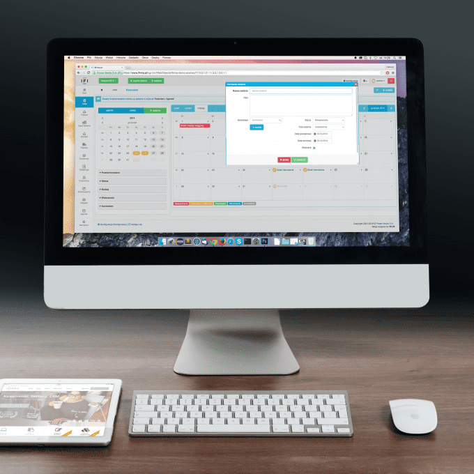 apple-desk-desktop-38568